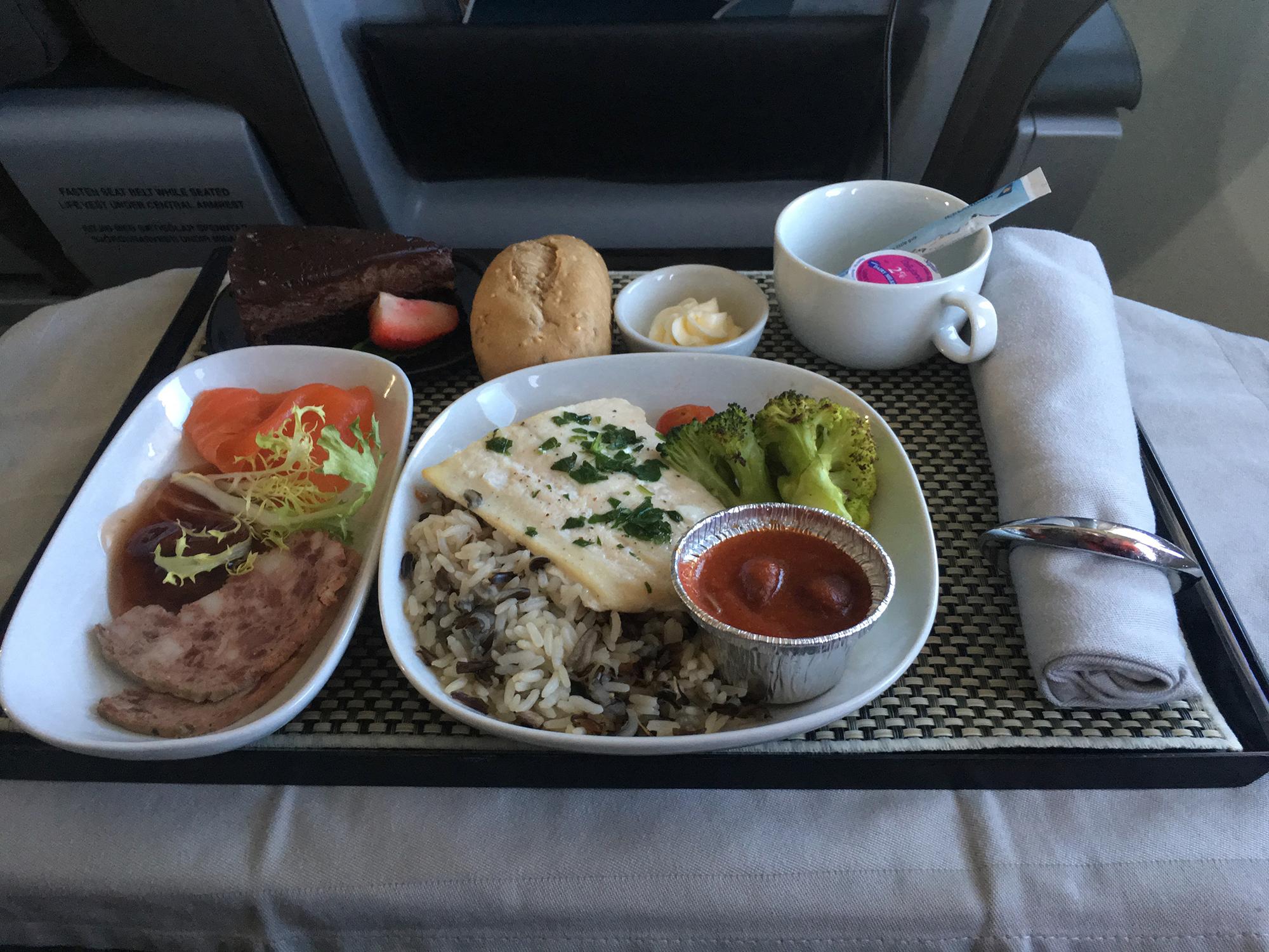 Icelandair main meal on YVR-KEF flight segment.
