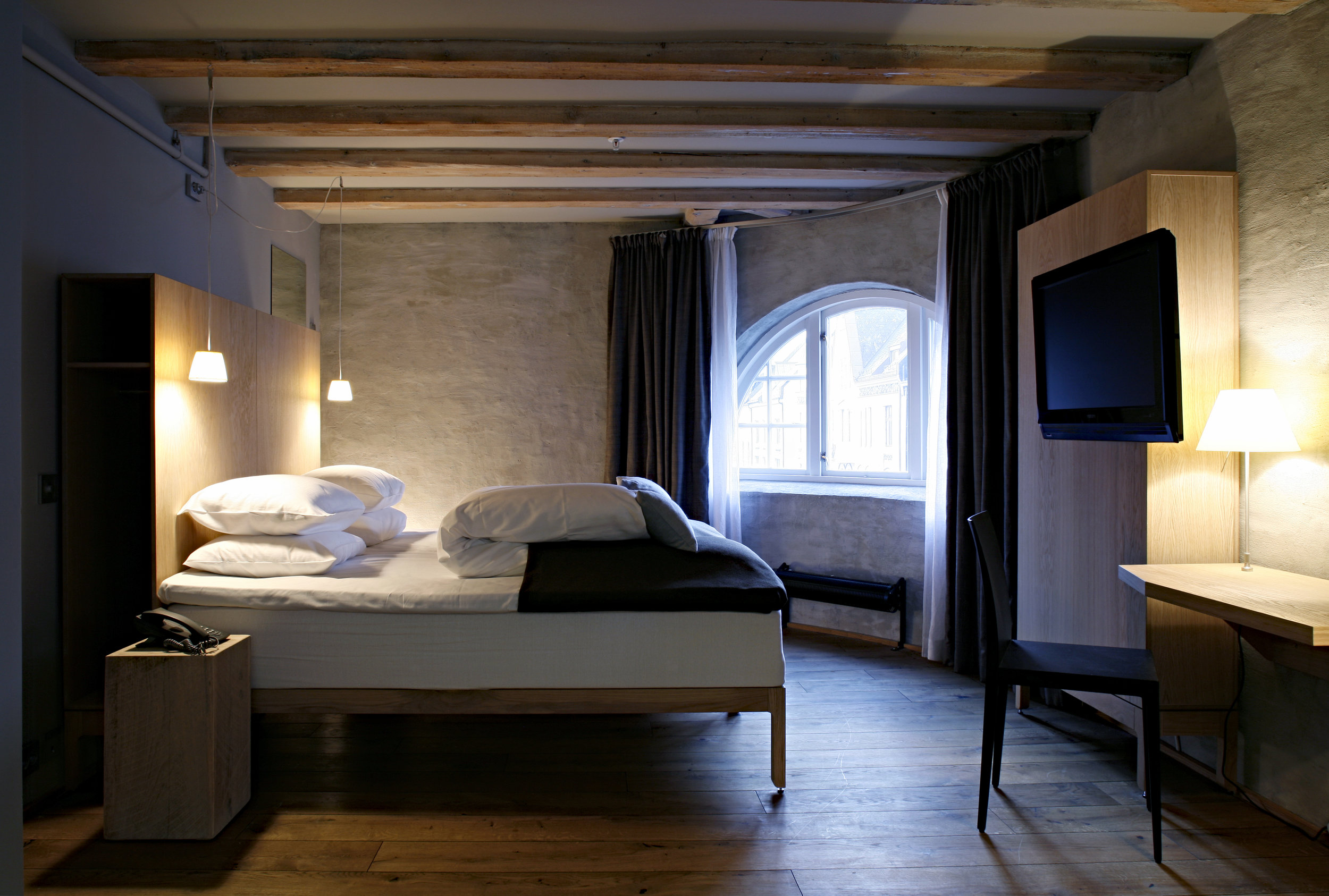 Hotel Brosundet Ålesund Norway, cosy hotel room with raw oak wood, interior design by GARDE. Mads Emil Garde
