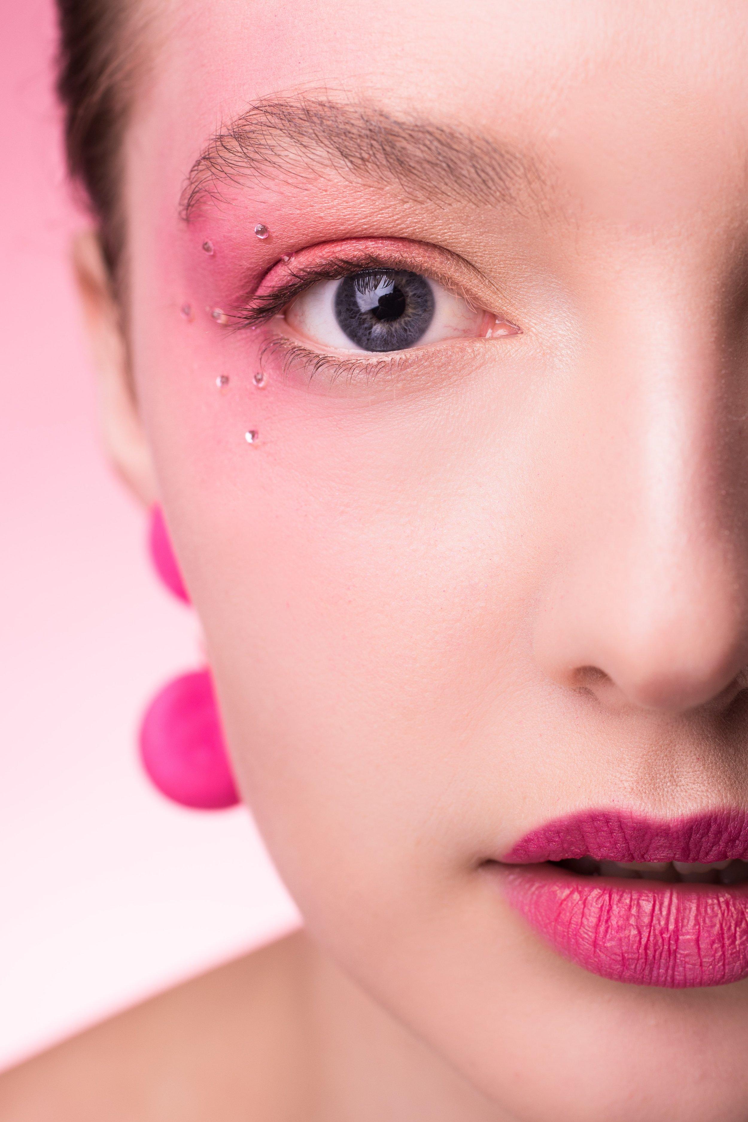 Lucy Jones pink 3000x4500.jpg