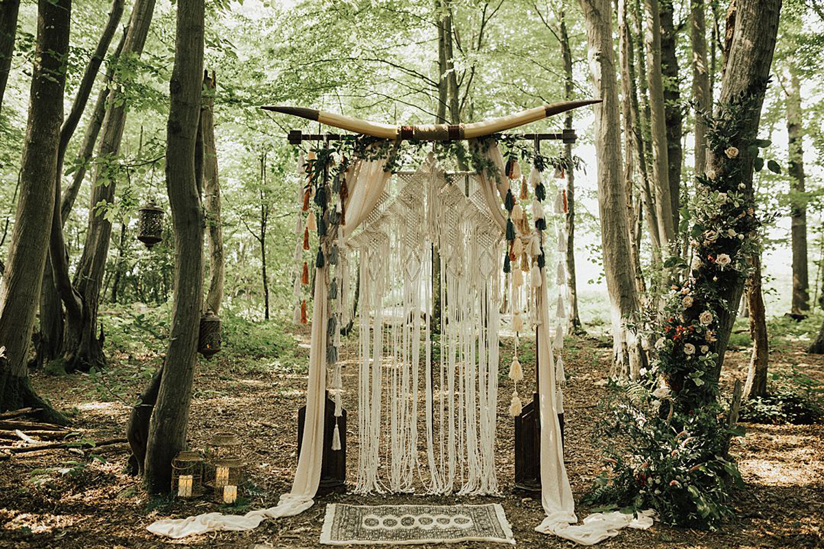 Lo & Behold Bespoke the-wild-meadow-festival-brides-bohemian-wedding-shoot-the-wild-bride-photography-28_orig.jpg