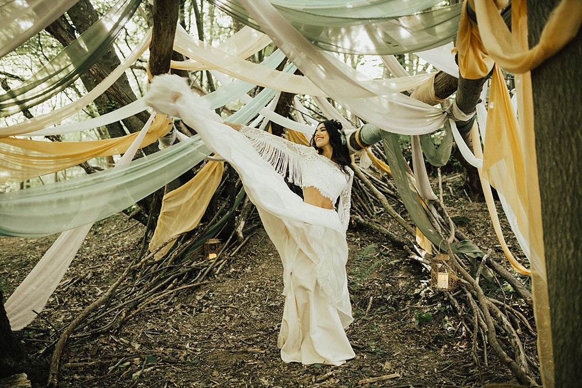 Lo & Behold Bespoke the-wild-meadow-festival-brides-bohemian-wedding-shoot-the-wild-bride-photography-58_orig.jpg