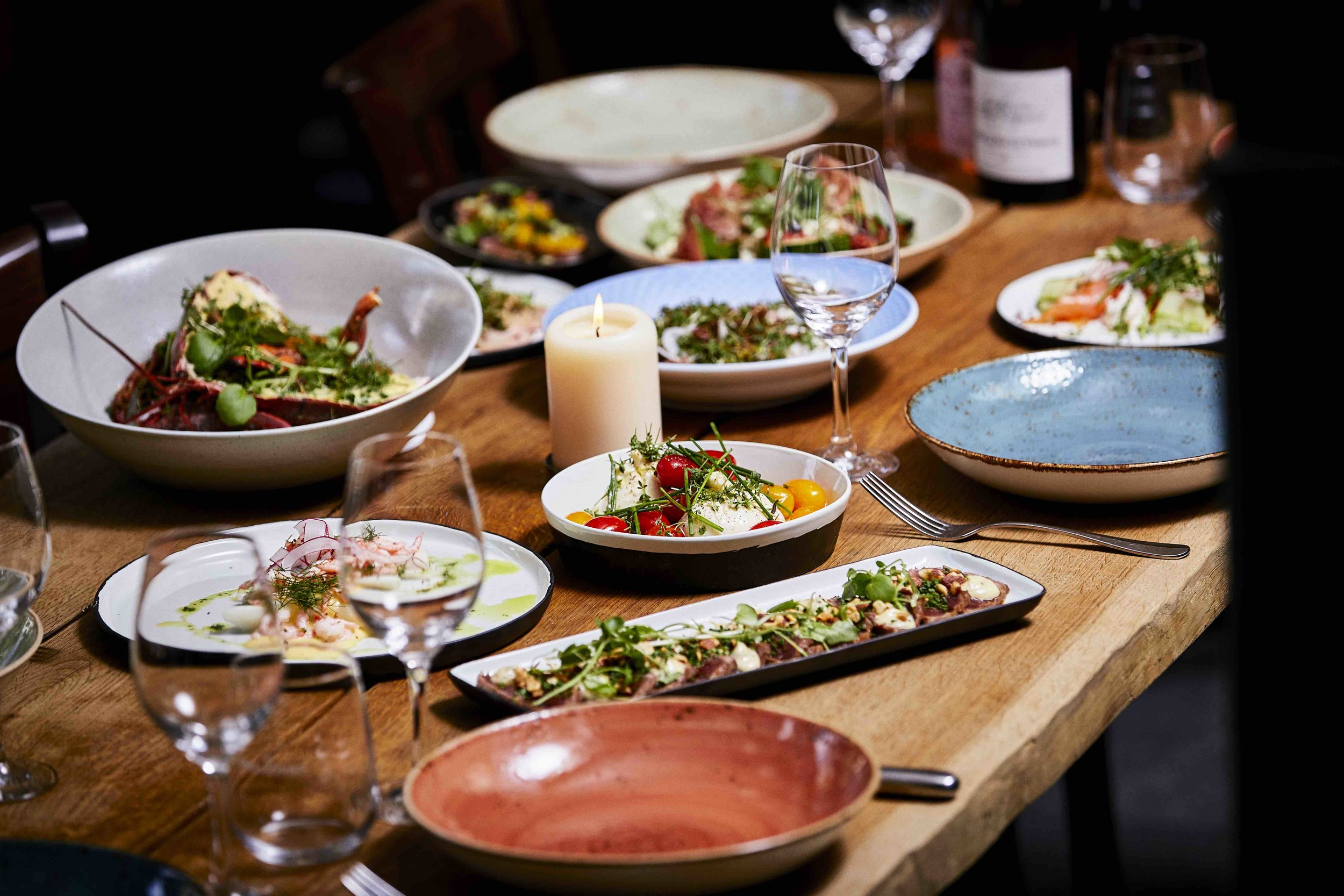 Luksus catering - Vi tilbyder vores populære 5 og 7 retters serveringsklare sharingmenuer ud af huset. Se priser og indholdet af menuerne i vores menukort HER. For bestilling send en mail til kontakt@sanmarcojunior.dk*bemærk at menuen skifter med årstiderne
