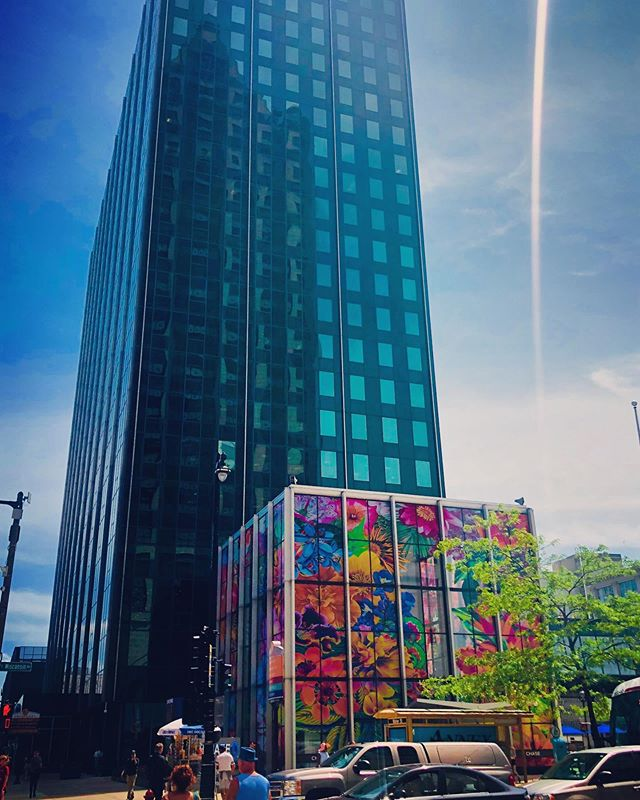 Chase Tower is all dressed up for @sculpturemke.  #realestate #commercialrealestate #retail #office #milwaukee #noelrea #riverwalk #wisconsinave #art #chasetowermke