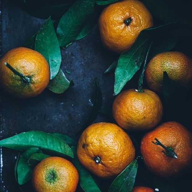 When given an image, what do you see first? The bright color? The contrast of color? The texture? The glossy space or matte space? Memories of a place? Memories of a season? A trip? Anything can be a jumping off point for your next story 🍊🍊🍊 Discover what you want to say with us here in Kauai and eat all the local citrus you can handle. #kauai #hawaii #kauaihawaii #writer #writingretreat #writersofinstagram #writingprompts #annrandolph #annrandolphkauairetreats #kauaihawaiiretreats #writeyourlife #talkstory #hawaiiwriters #onwriting PC @nealsyardholidays