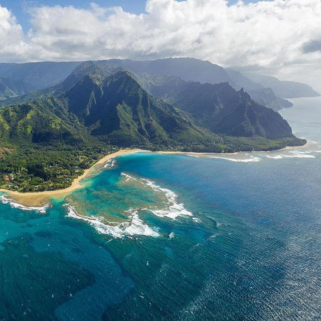 An incredible picture of our island!! Imagine the tales you could tell from the top of our majestic mountains and the depths of our valleys.. come explore your own peaks and depths with us in February! Space still open for our Write Your Life Retreat with Ann Randolph 2/11-17 in 2018! #writeyourlife #writingretreat #kauai #hawaii #retreatstyle #kauaistyle #writingprompts #writersofinstagram #luckywelivehawaii #hawaiianair #flyhigh #islands #helicopterview #annrandolph #annrandolphkauairetreats #kauaihawaii #kauaihawaiiretreats #onwriting #writing #paradise #retreatinparadise