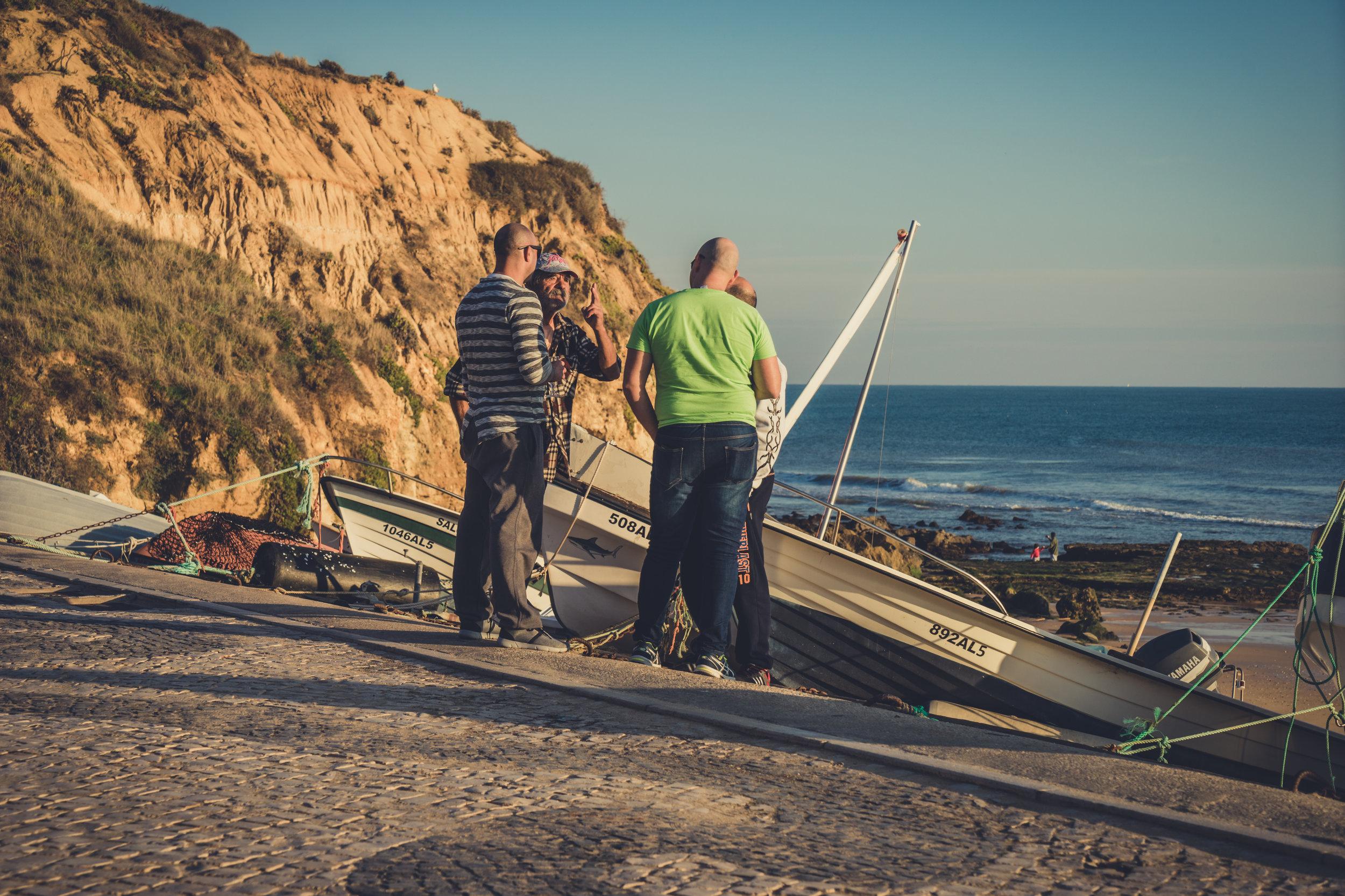 Fishermen chatting.JPG