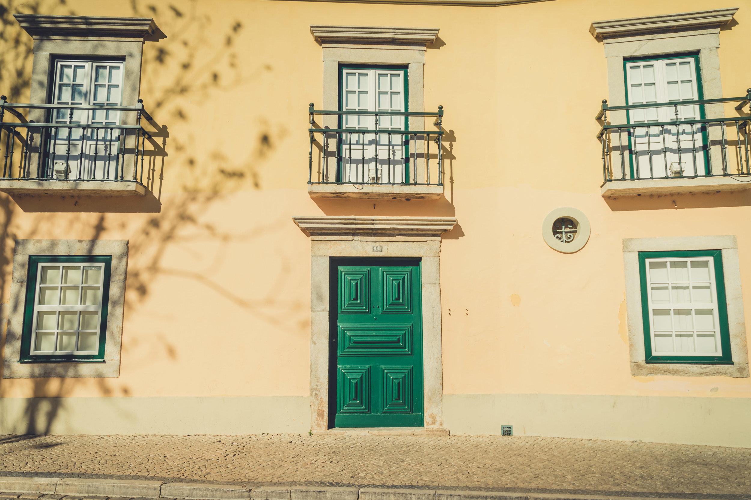 Old town faro. builfing front in faro. faro in the algave..jpg