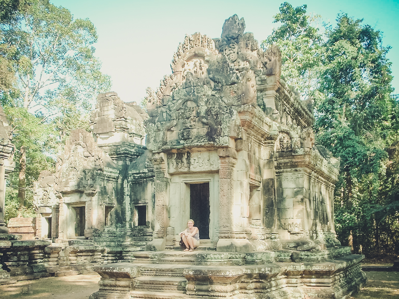 chillin-in-angkor_backpacking. south east asia. travel. young. thailand. cambodia. malaysia. couple. trip..jpg