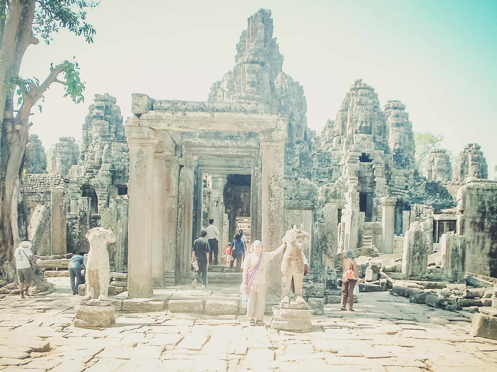 king-louis_backpacking. south east asia. travel. young. thailand. cambodia. malaysia. couple. trip..jpg