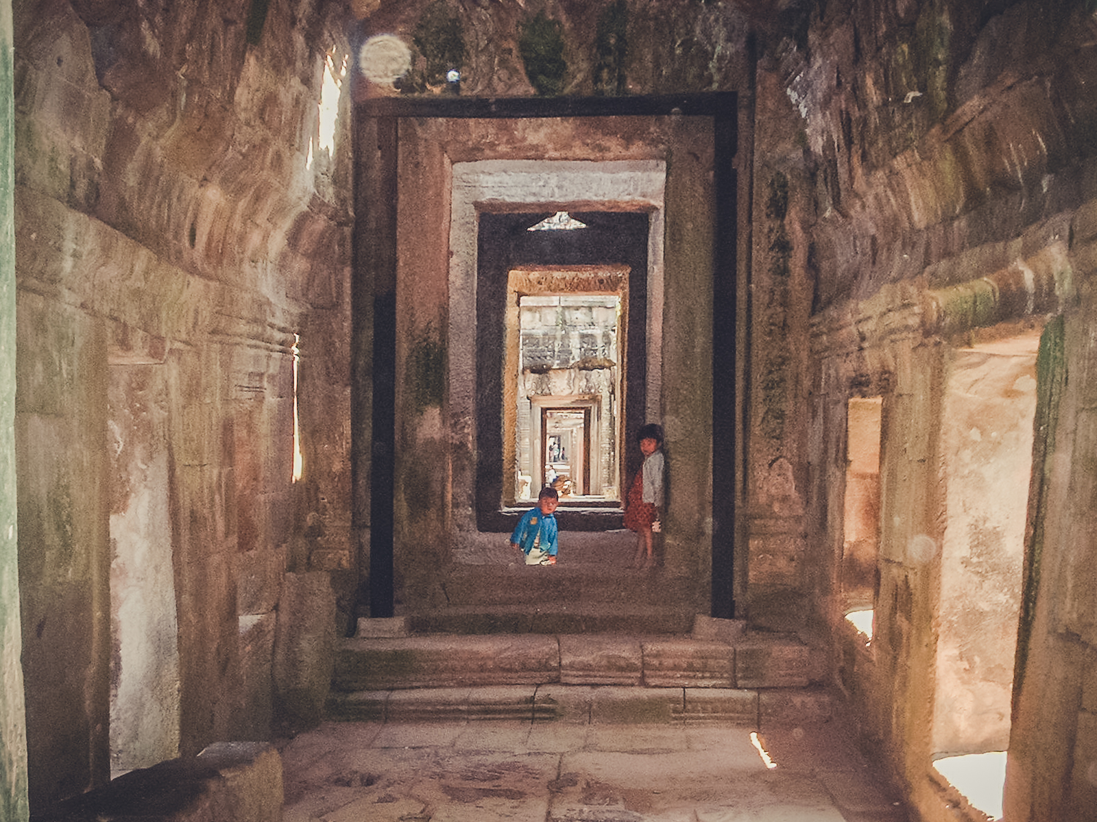 ruins_backpacking. south east asia. travel. young. thailand. cambodia. malaysia. couple. trip. ankor.jpg