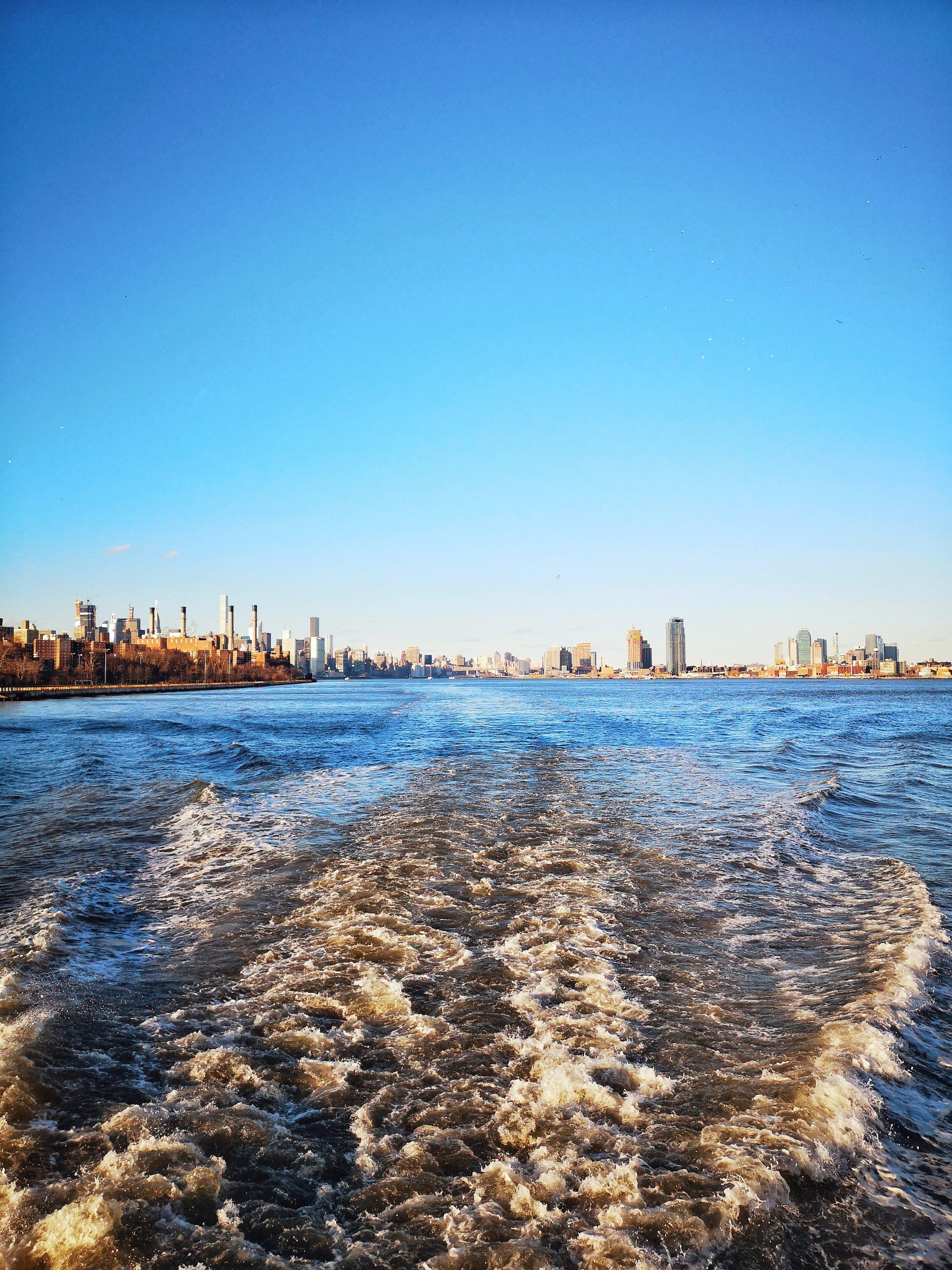 Circle line cruise boat wake New York.jpeg