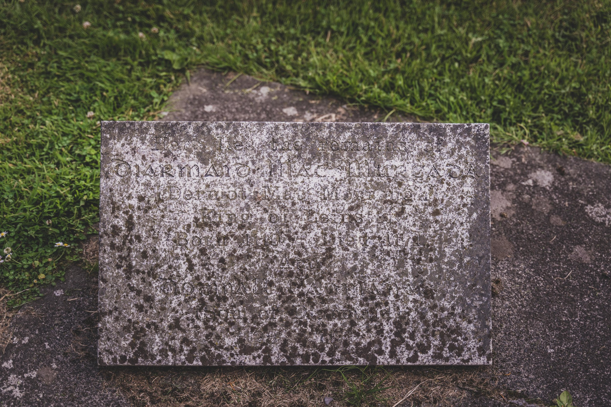 Dermot MacMurrough grave.jpg