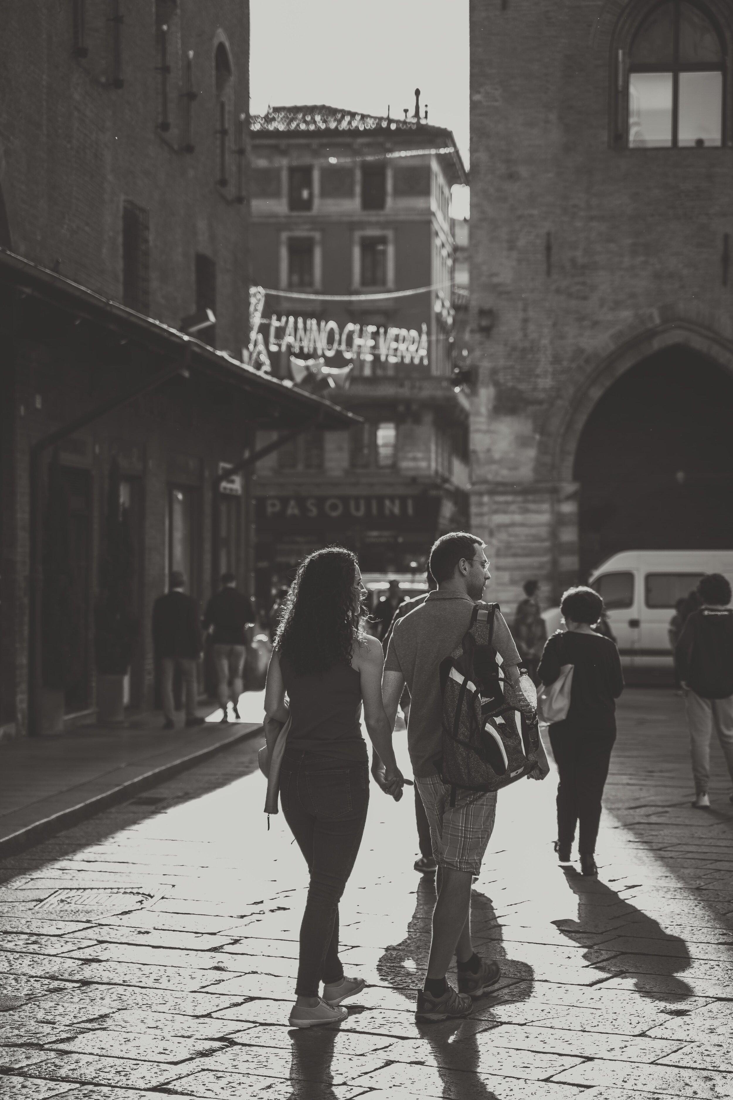 street photography in bologna couple .jpg