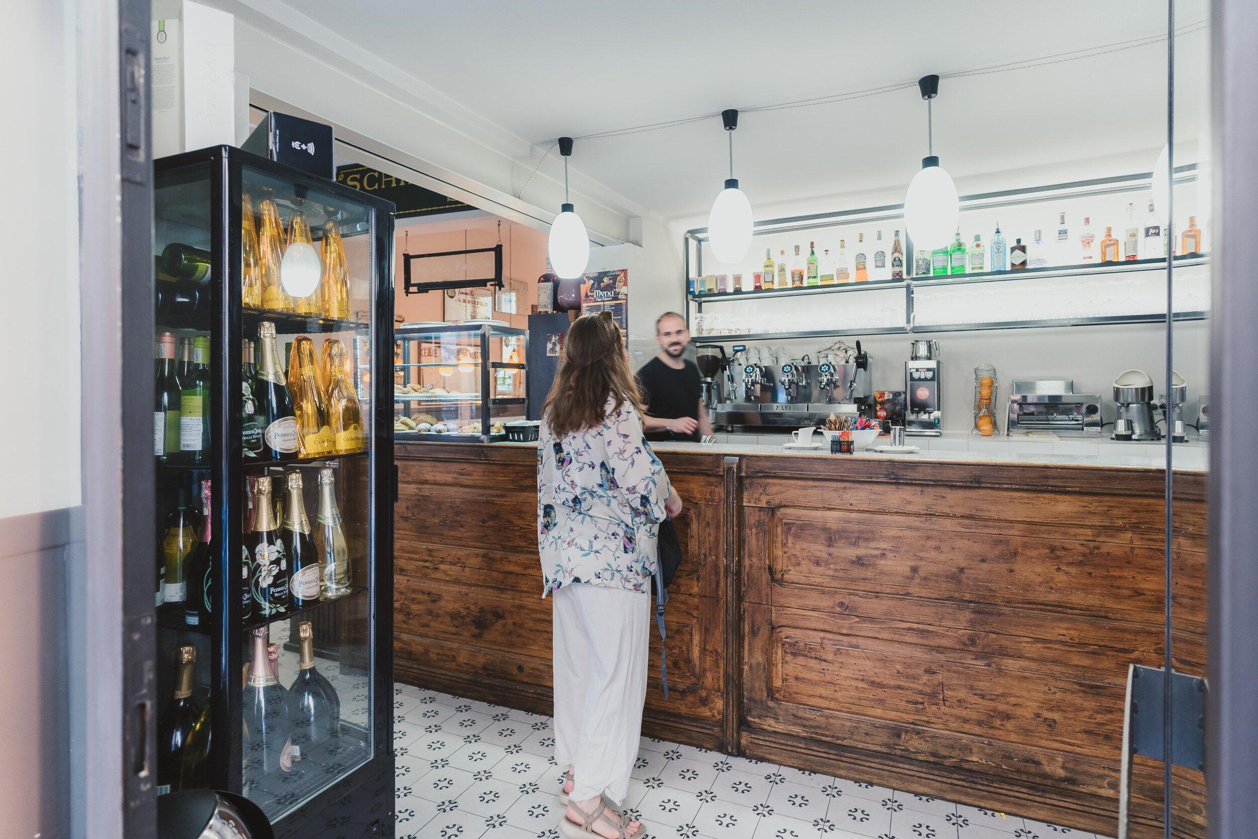girl ordering coffee in italy.jpg