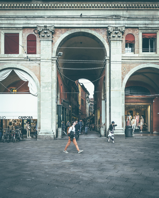 Piazza Maggiore arch.jpg
