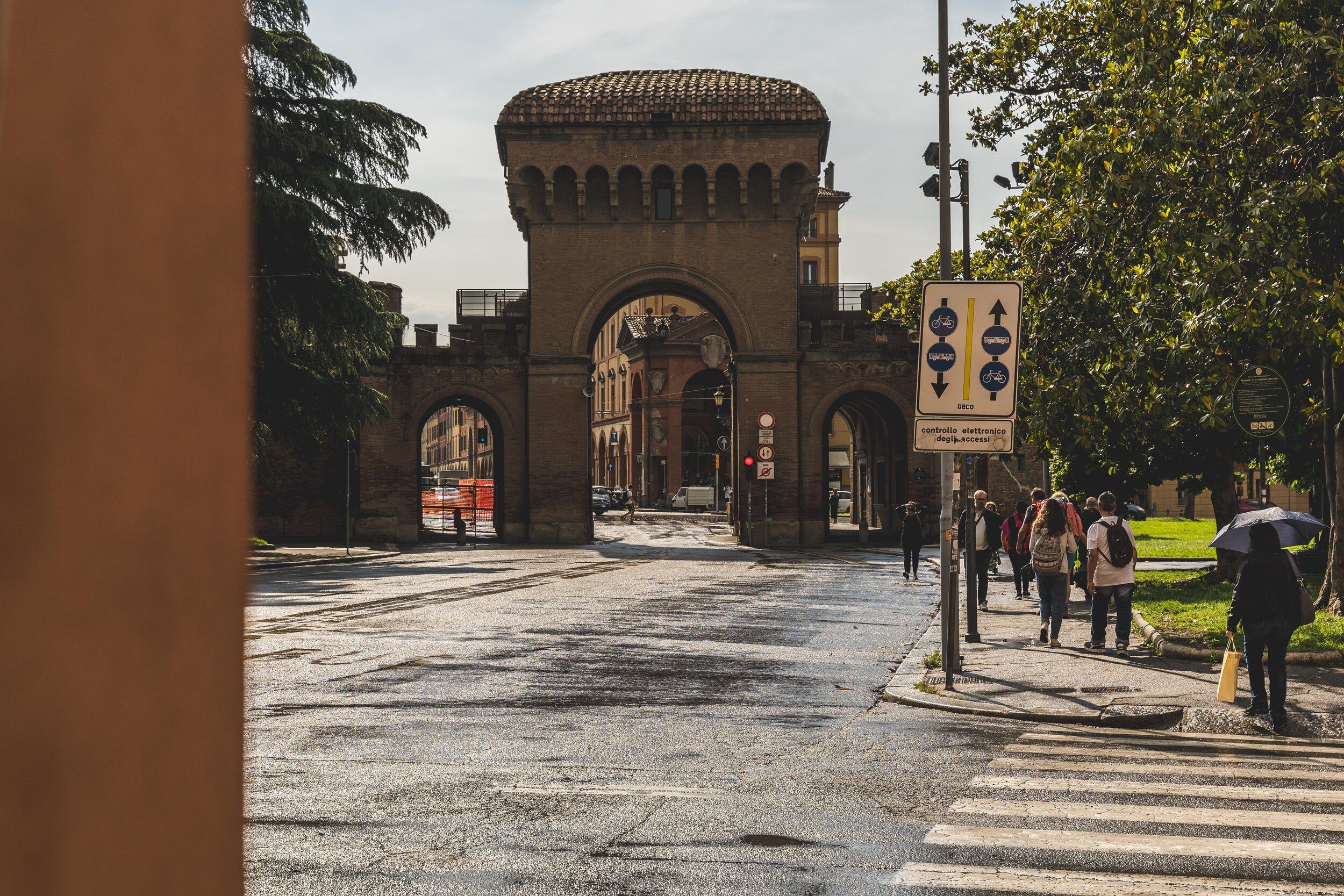 Porta Saragozza bologna city gate road.jpg