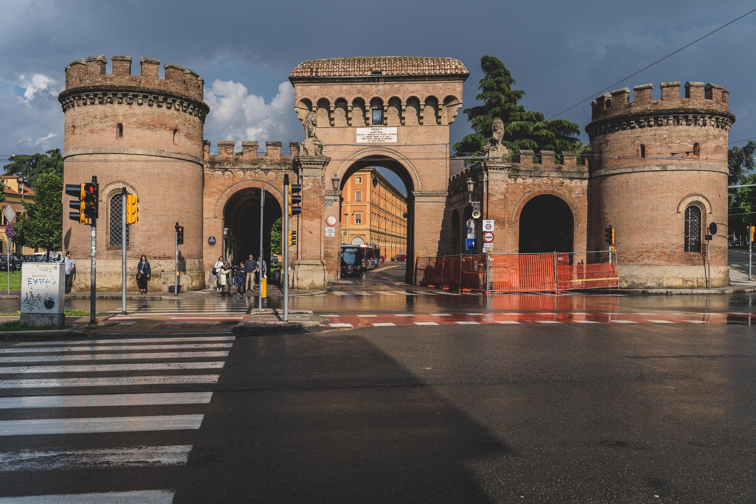 Porta Saragozza bologna city gate.jpg