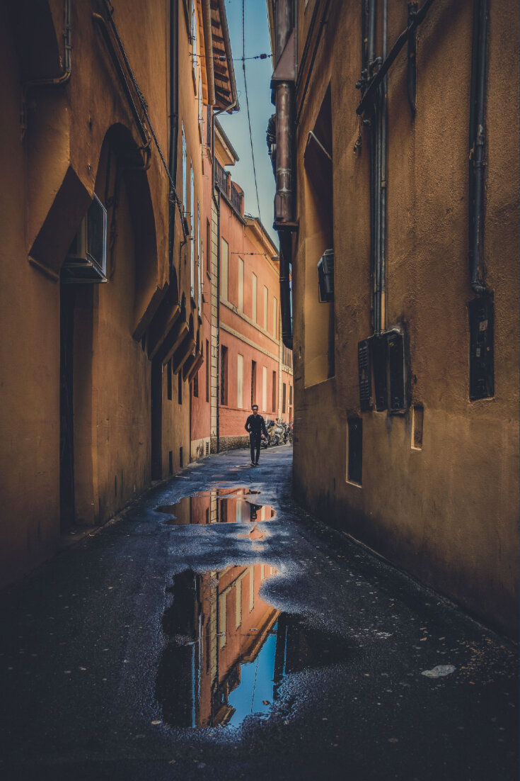 How to spend 2 days in Bologna. Discover the secrets of beautiful Bologna by following us off the beaten path and find its hidden gems #travelideas #italy #bologna #europe