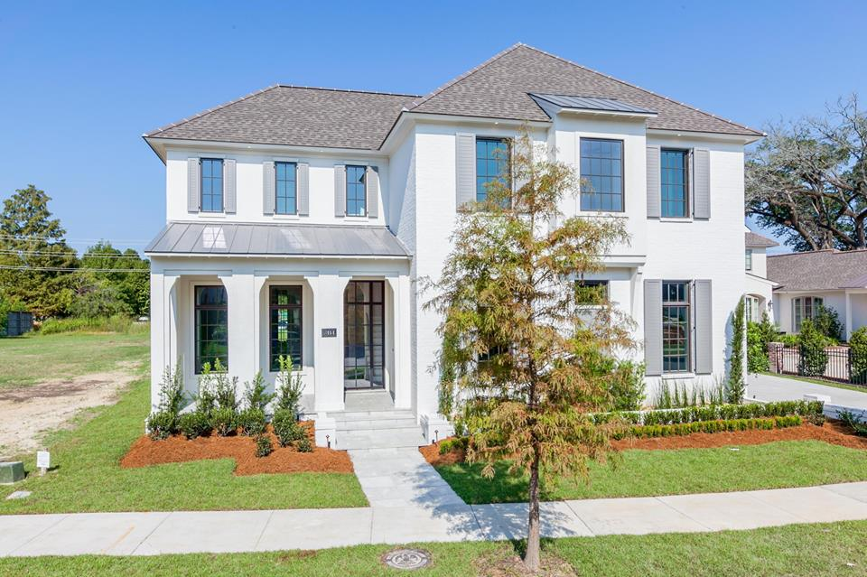 baton rouge moden traditional home.jpg
