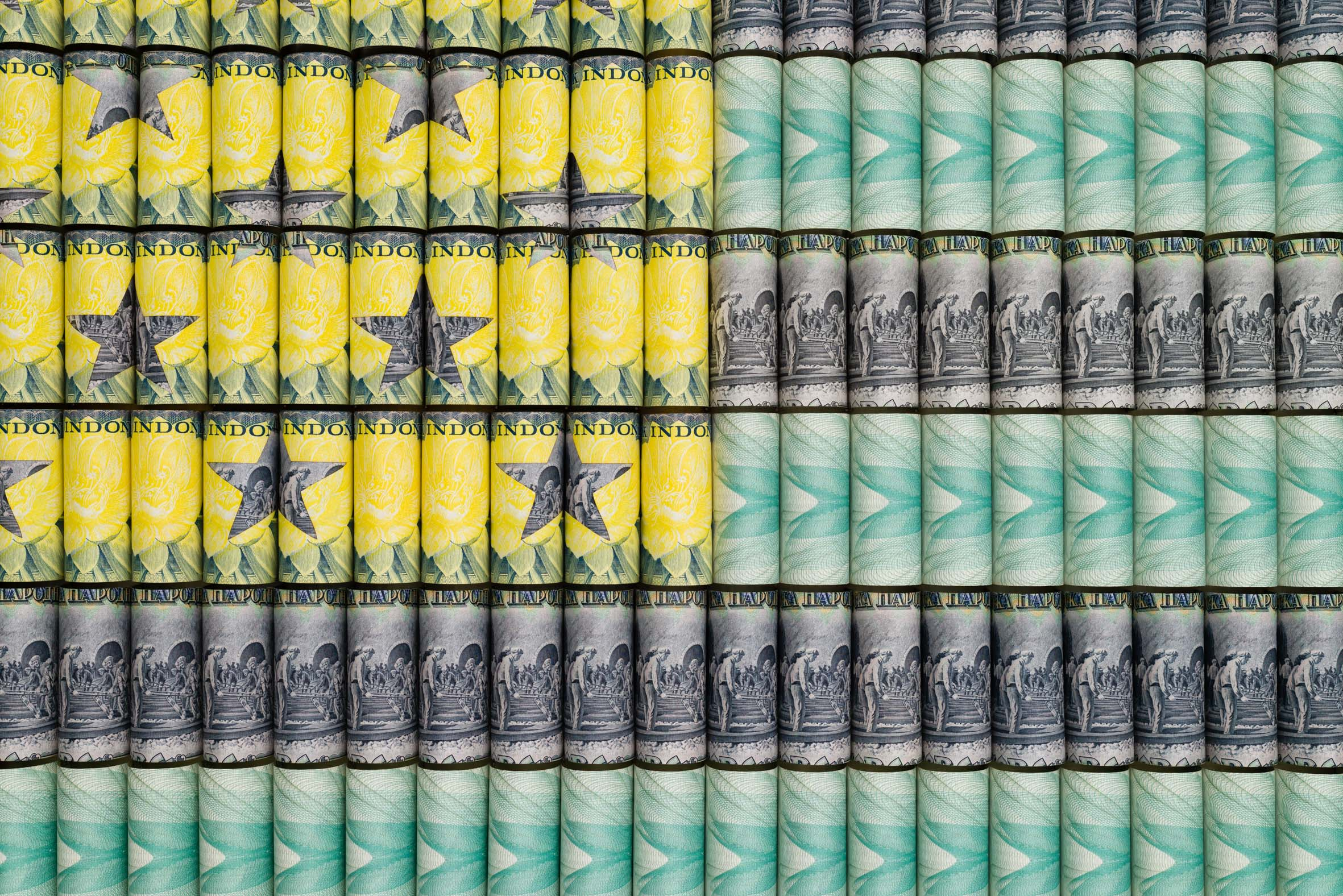 Santiago Montoya,  US Flag (II) , Paper money mounted on stainless steel, 77 x 135.5 cm (detail). Courtesy Halcyon Gallery, copyright Santiago Montoya.