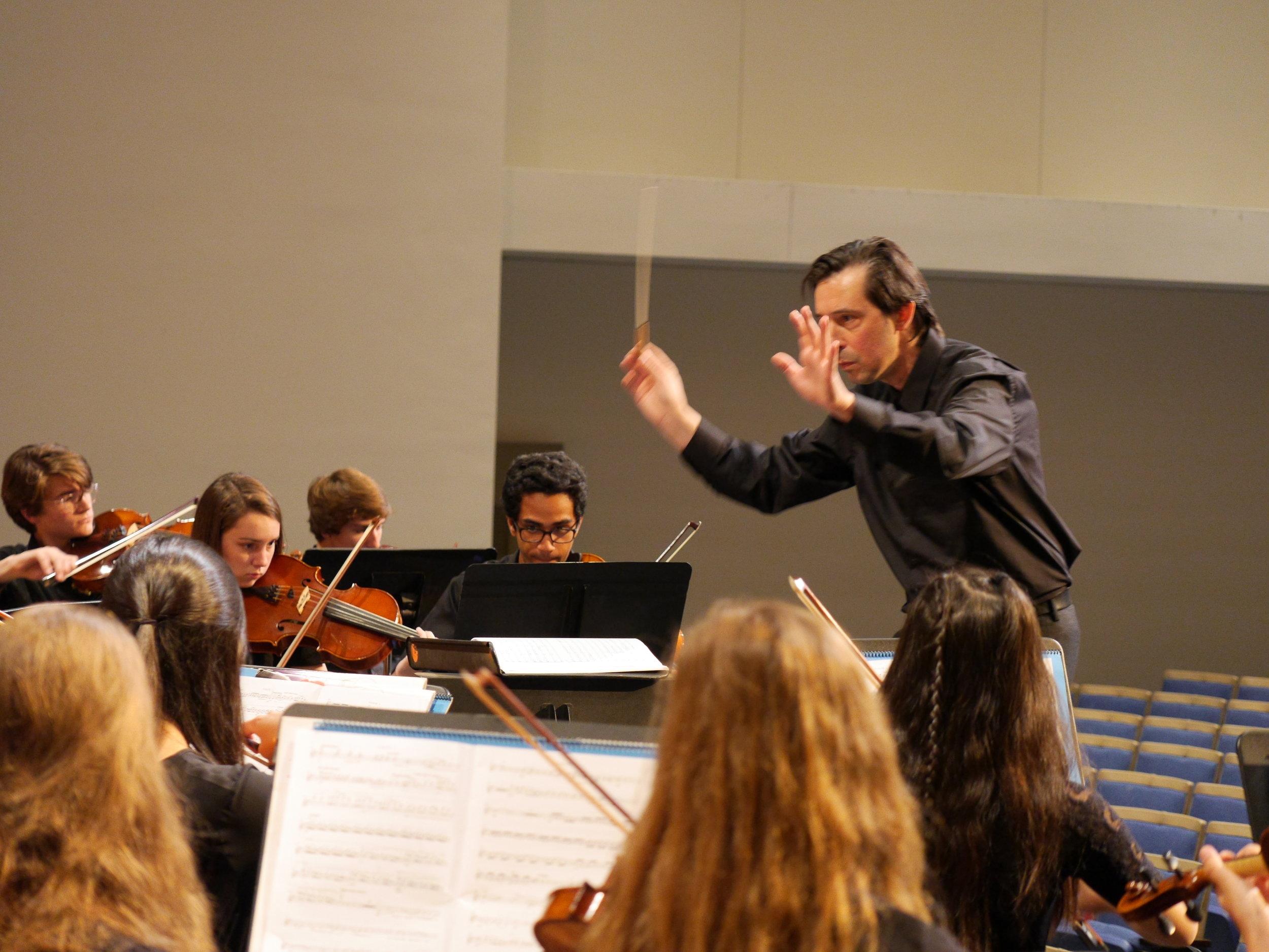 ORlando cela - Conductor   flutist