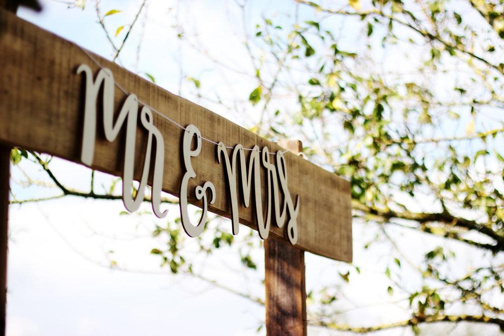 Mr&Mrs-Signage