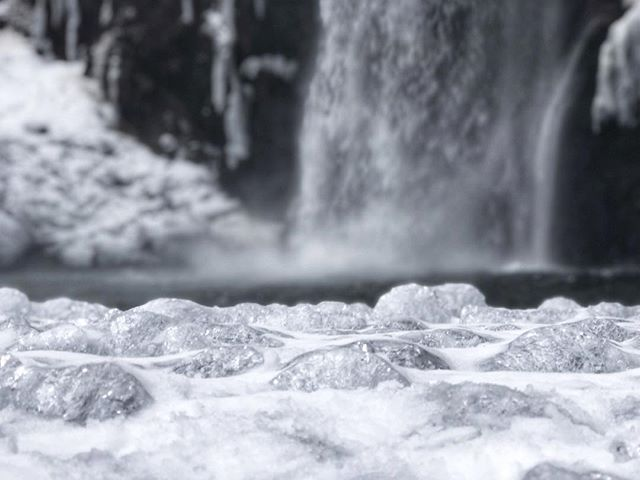 Water Crystals 🙌🏼 📍 Franklin Falls, WA If you haven't been on this hike you need to go! It's sooo amazingly beautiful! Don't forget to pack lunch and enjoy it at the base of the falls! 💕