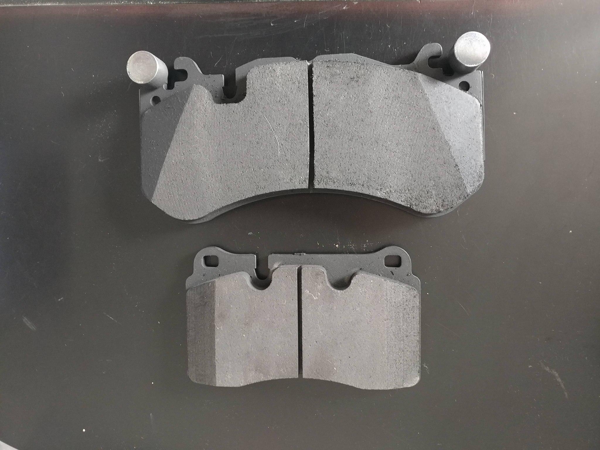 6-piston (top) vs 4-piston (bottom) R4-S brake pads. -Richard Seidlitz