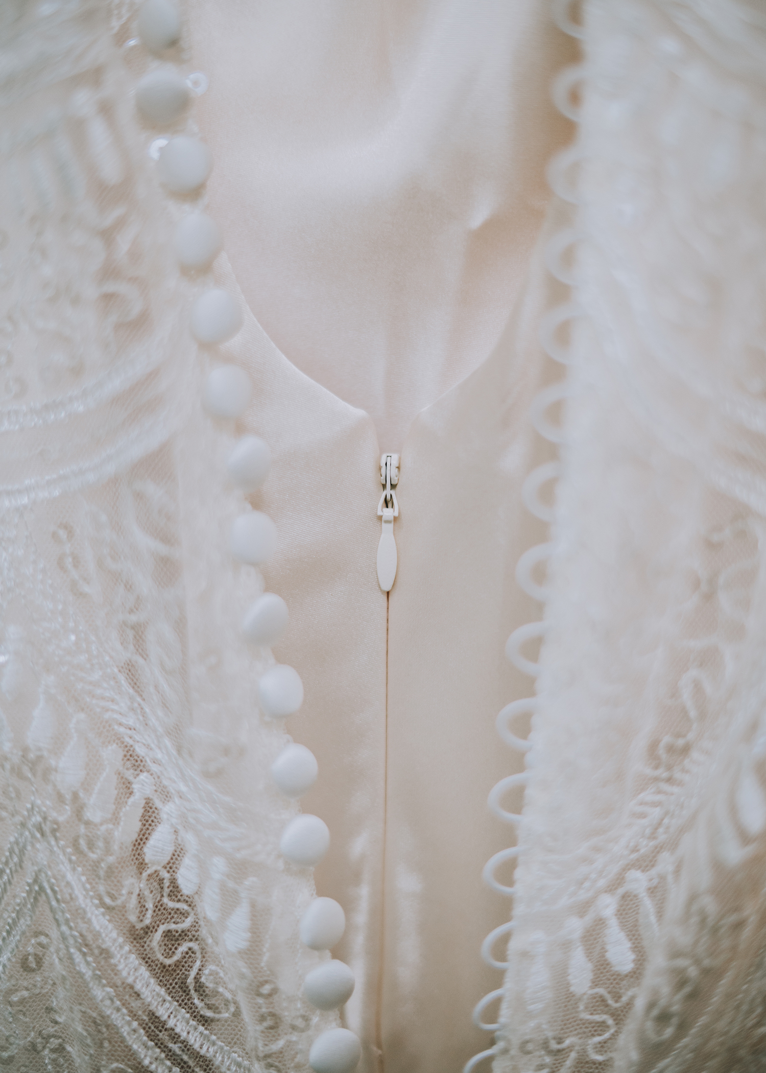 Wedding photographer Indianapolis Hannah Bergman Photography wedding dress