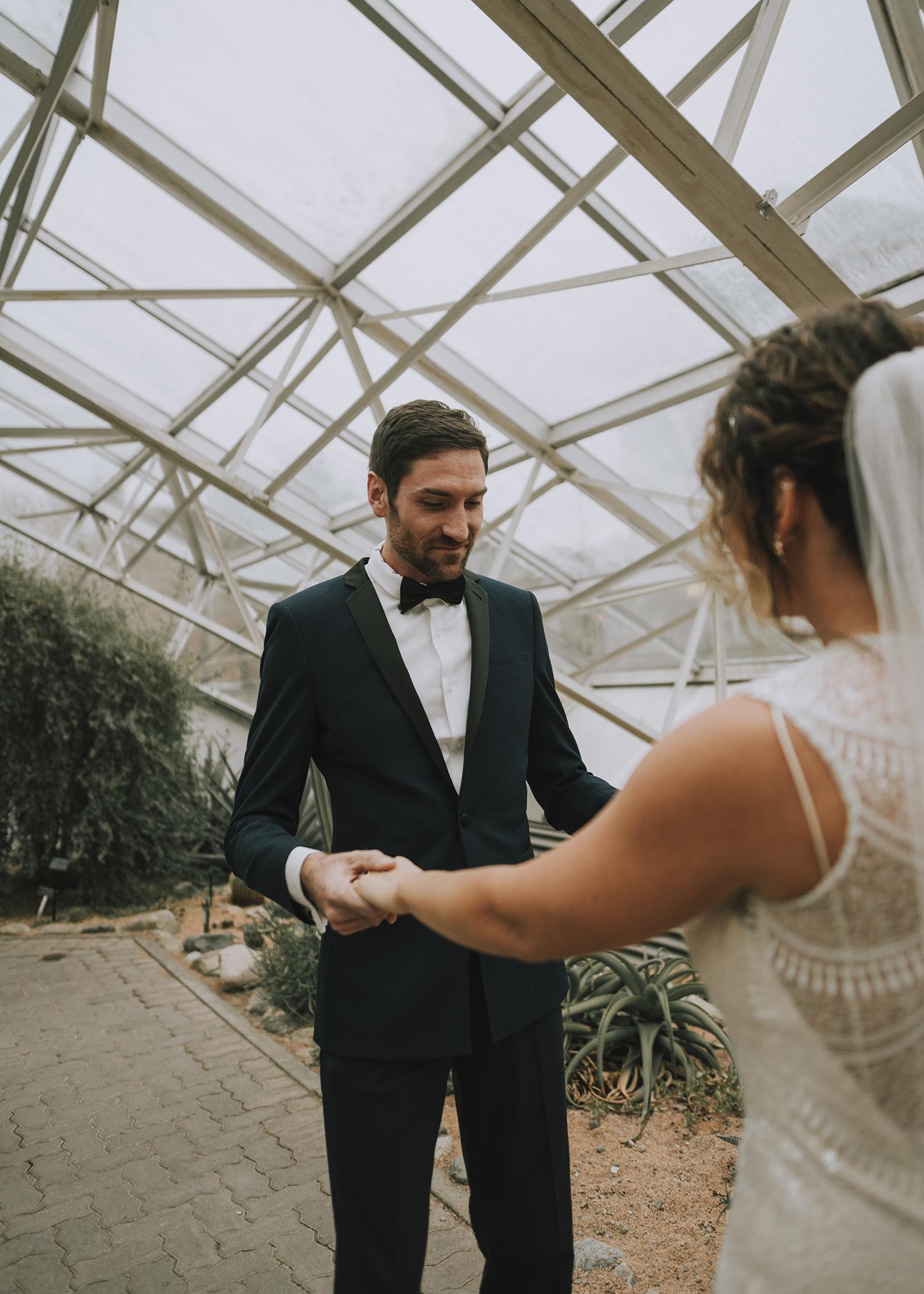 Wedding photographer Foellinger-Freimann Botanical Conservatory Hannah Bergman Photography indianapolis indiana