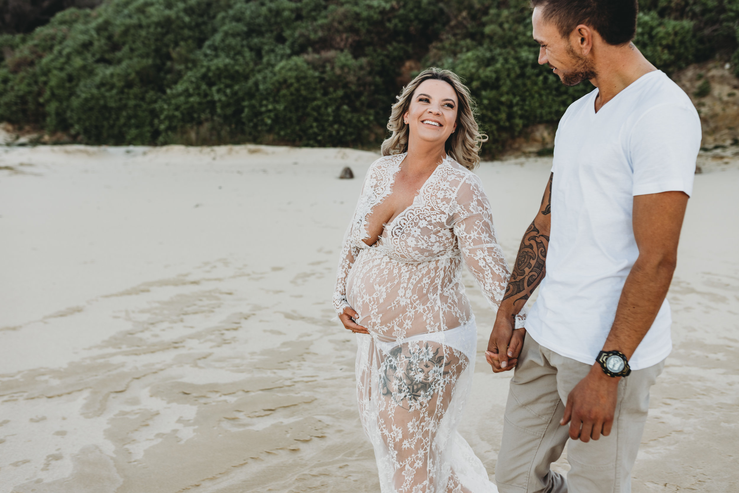 McKaley & Reagan - Wollongong Sunset Beach Maternity Session    9th August 2019
