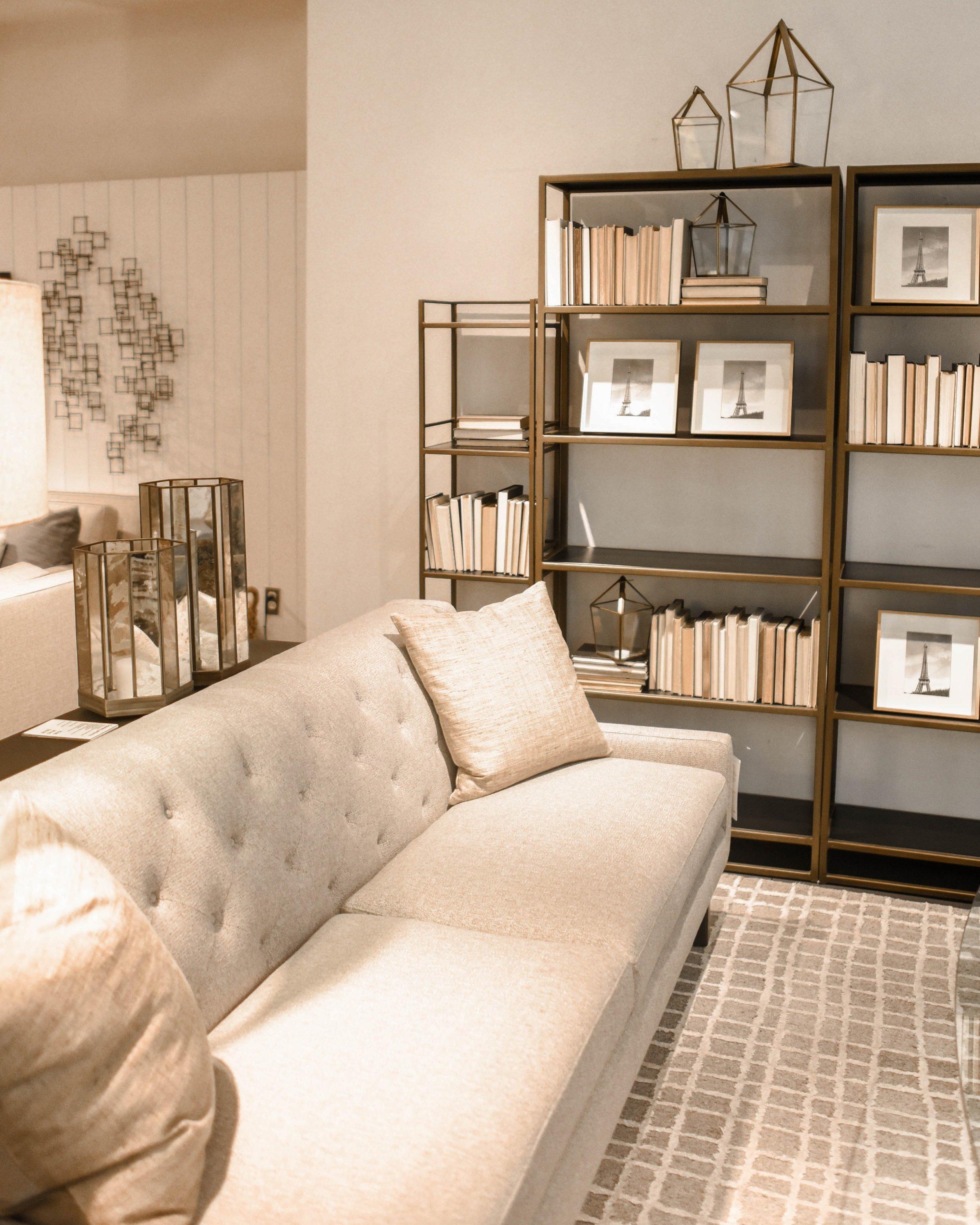 book-shelves-bookcase-books-1125135.jpg