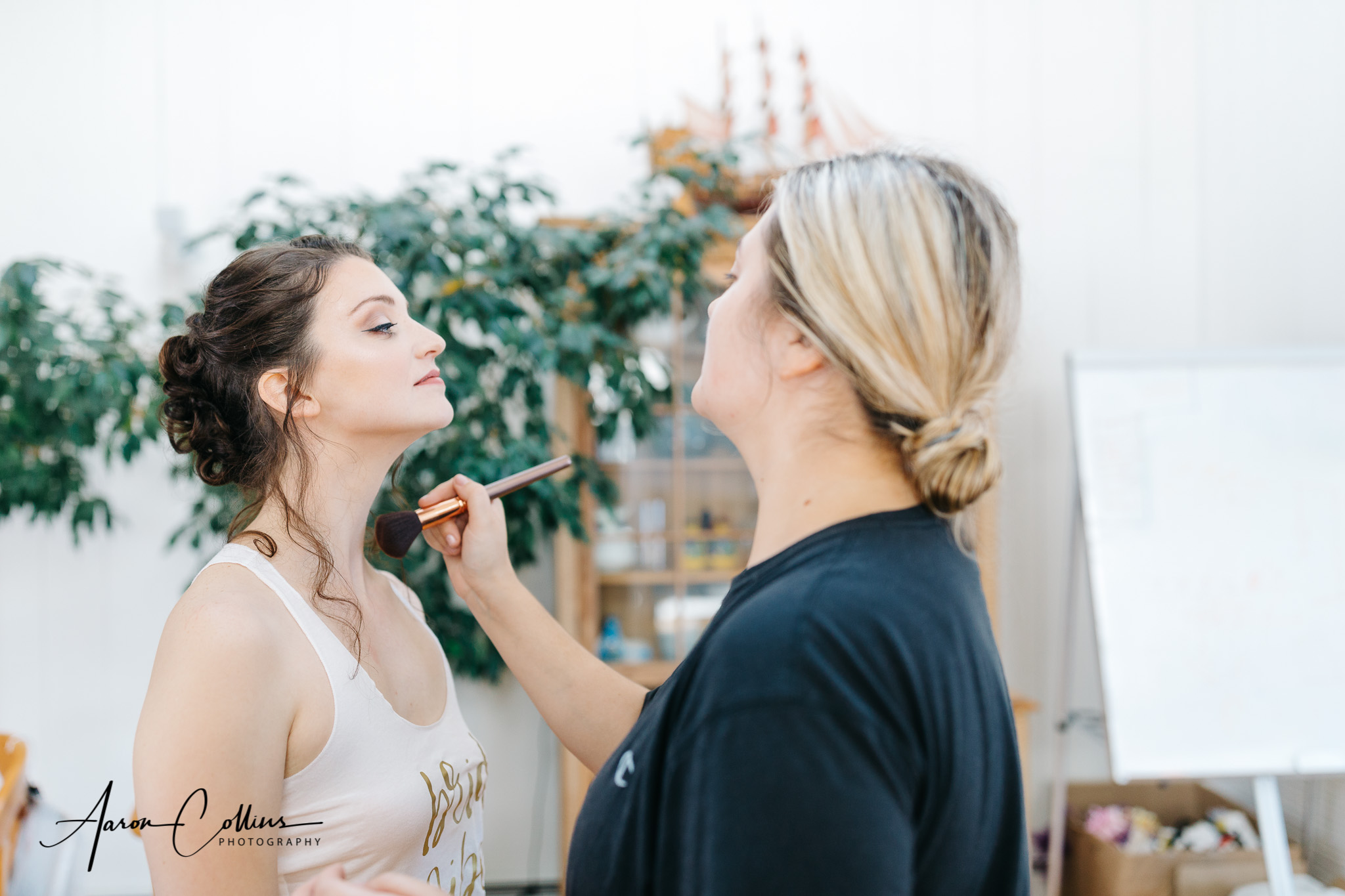Taylor Wiggins putting makeup on the bride at Villakula on Block Island