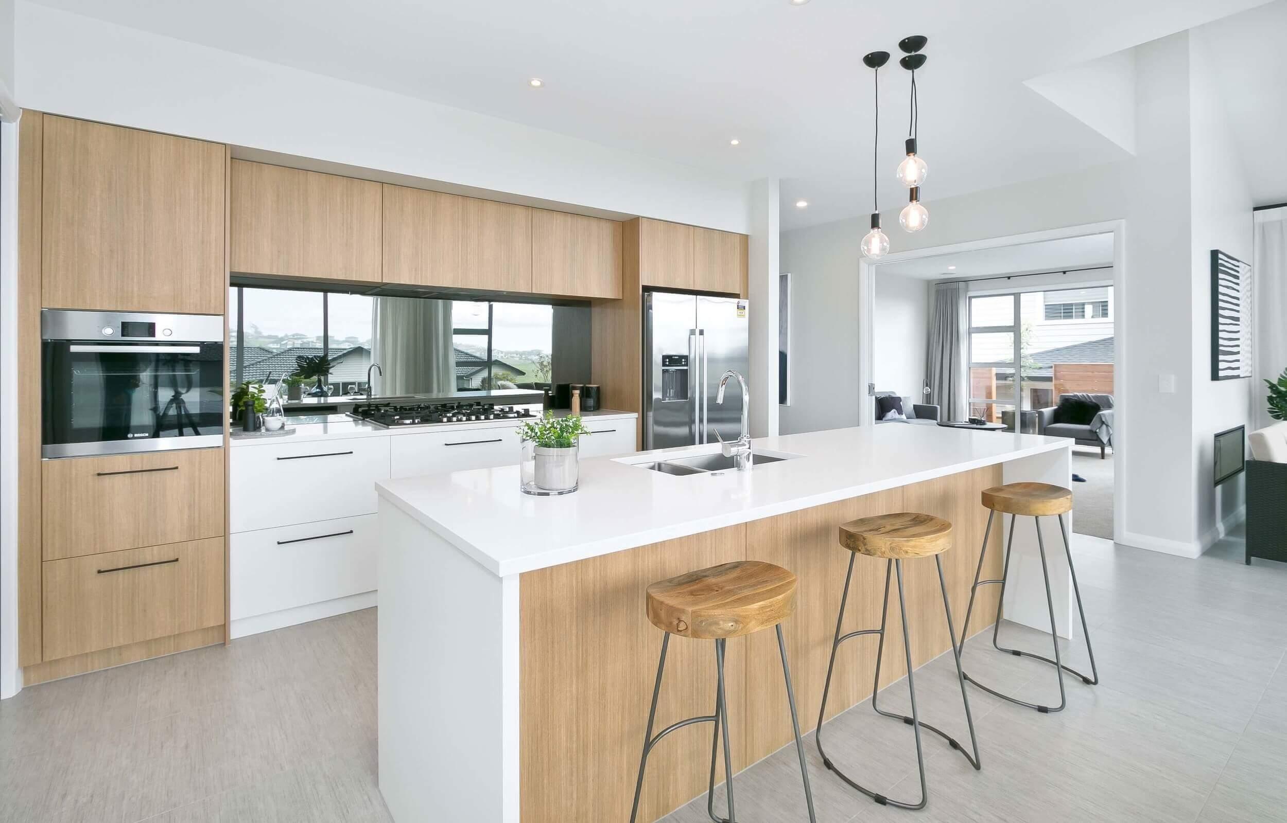mirror-glass-splashback-modern-kitchen.jpg