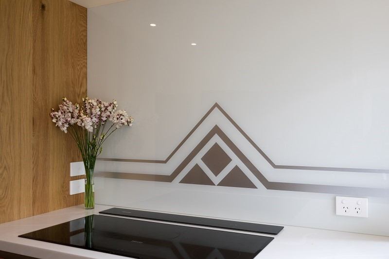 Art-Deco-Kitchen-White-Glass-Splashback-Geometric-Design-Zoom.jpg