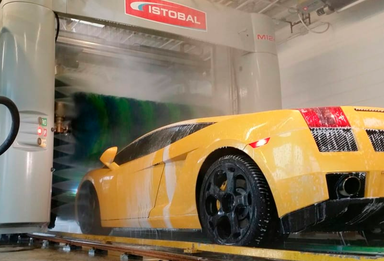 istobal washes lamborghini