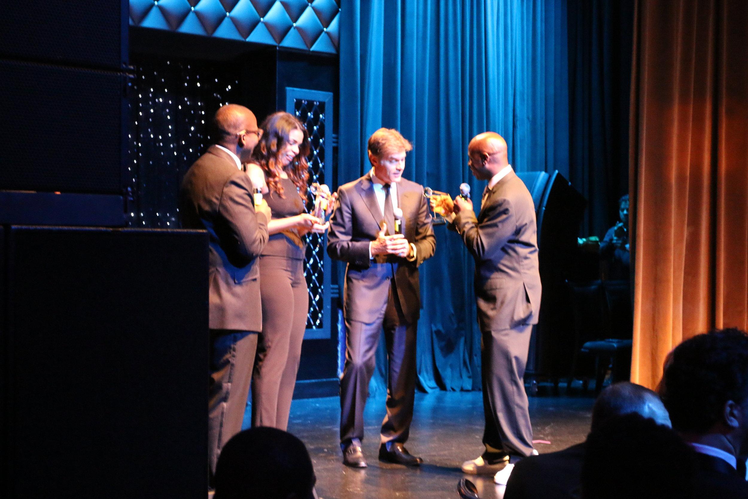 Artie Green Presenting Dr. Oz with Award.JPG.jpg