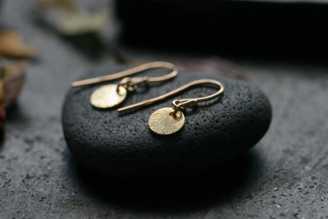 Ohrringe-Plättchen-golden-studiorosenrotes