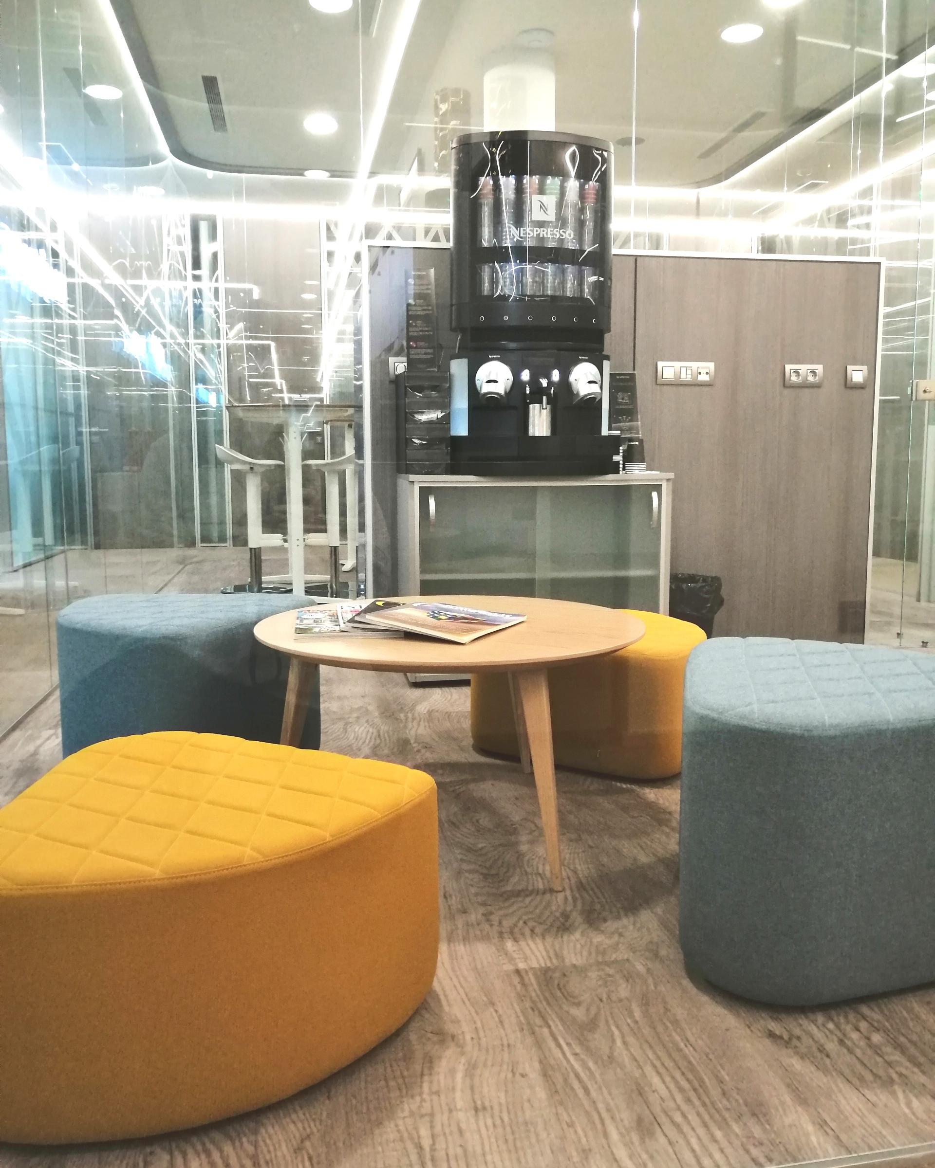 Espacios comunes adaptados a tus necesidades - Nuestro Business Center Bahía Space cuenta con distintos espacios diferenciados y diseñados para adaptarse a tu forma de trabajar:- Business Space- Coworking- Lounge SpaceVer espacios comunes >