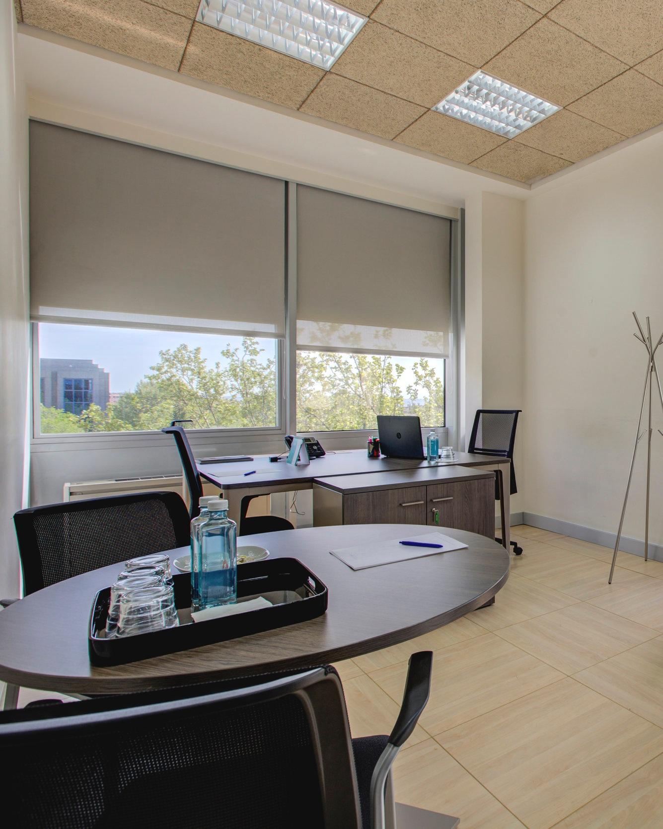 Oficinas flexibles luminosas con un diseño espectacular - Ponemos a tu disposición diferentes oficinas y despachos que se ajustan a lo que de verdad necesitas. Dispón de un lugar de trabajo profesional y vanguardista caracterizado por su diseño innovador y la iluminación natural en sus espacios.Ver oficinas >