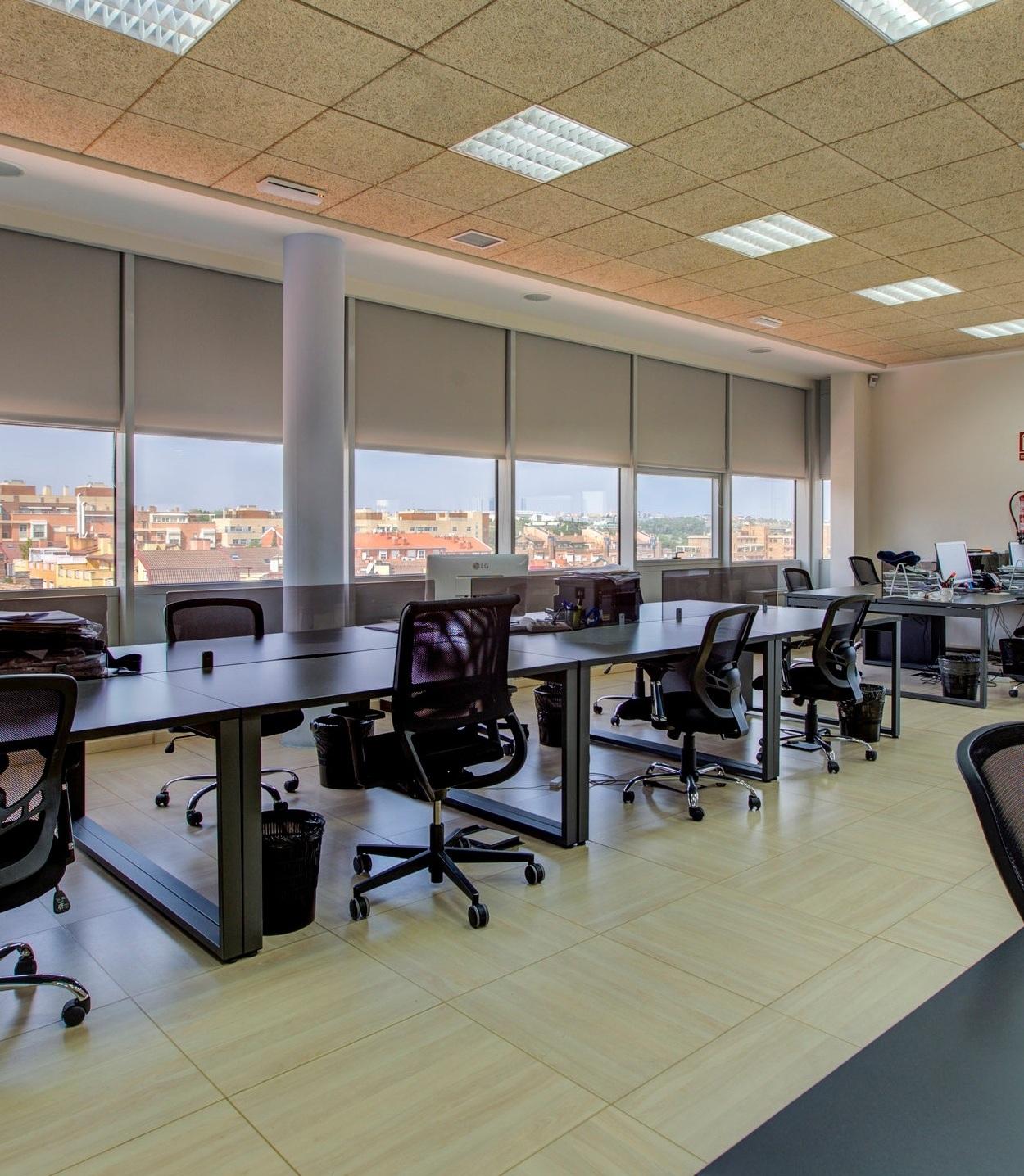 Coworking - Nuestro espacio de coworking está compuesto por 30 puestos de trabajo equipados con el mobiliario necesario para el día a día.Si eliges el coworking como lugar de trabajo, podrás disponer si lo deseas del resto de servicios de Bahía Space beneficiándote de precios especiales por ser cliente. ______________________________Desde€190/mesVer galería