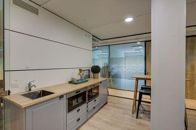¿Cuál es vuestro menú de hoy? En nuestro centro de negocios a estas horas empieza a oler muy, muy bien en el office... 😋🍔🍝 . . #centrodenegocios #businesscenter #office #workspaces #coworkingMadrid #despachos #oficina #design #lunchtime #food
