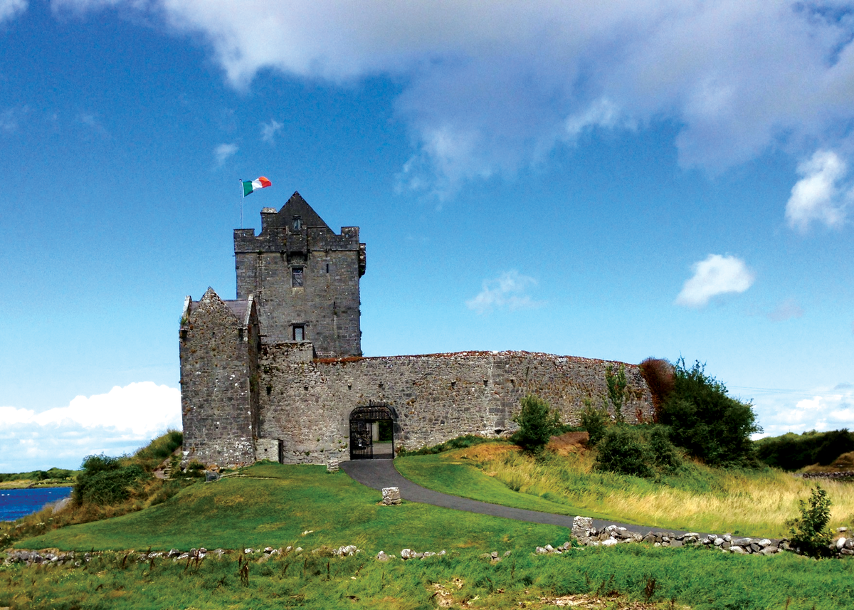 Dunguaire_Castle,_Galway,_Ireland.png