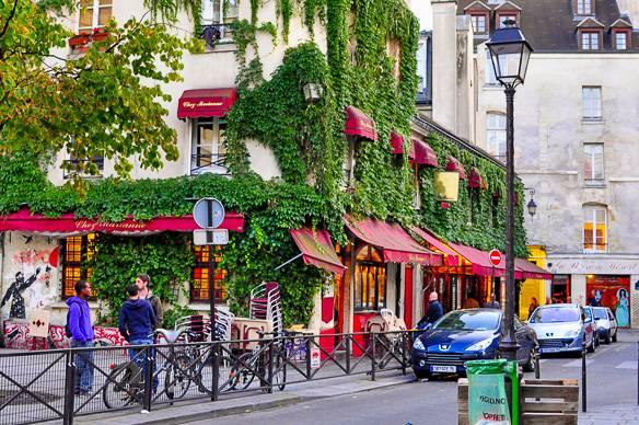 street-marais-paris-france.jpg