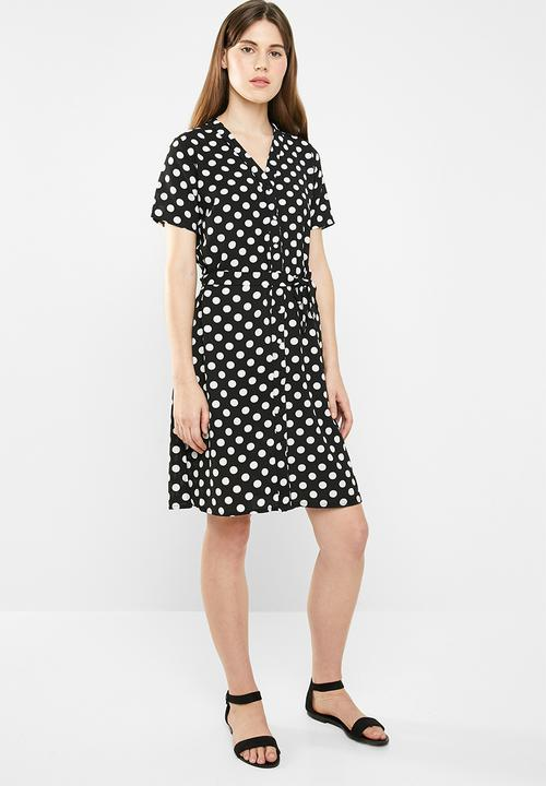 Okay so don't come for me on this one - as I said in my Instagram story, it's a little on the 'mumsy' side for my liking - however I have purchased it and plan to take it up a couple inches to make fit a bit younger and fresher  Button down shirt dress - black & white from Superbalist  R149 - half price!