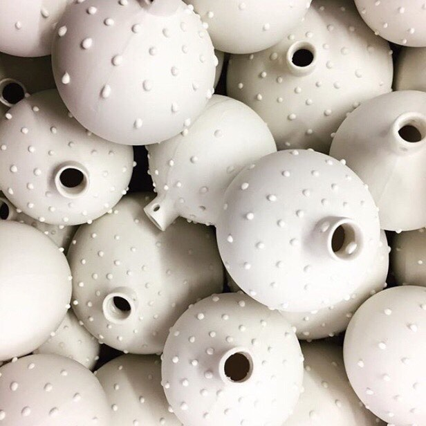 Goodness me, I've got a lot of sanding to do tomorrow! ⠀⠀ 📸: @jokeoghceramics from @theclayroomleicester ⠀⠀ #welbeckwinterweekend #ceramics #clay #pottery #porcelain #handmadechristmas #christmasgift #handmadepottery #handmadebauble #ceramicbauble #handmadeintheuk #madeinbritain #slowliving_create #handmadeisbetter #homedecor #contemporarycraft #contemporaryceramics #modernmaker #makersgonnamake #createmakeshare #ceramicsaretrending #dmucraft #ceramicsmagazine #glazemagazine #potterylove #potteryforall #etsyfinds #etsyshop #collectandcurate #craftsposure @craftsposure
