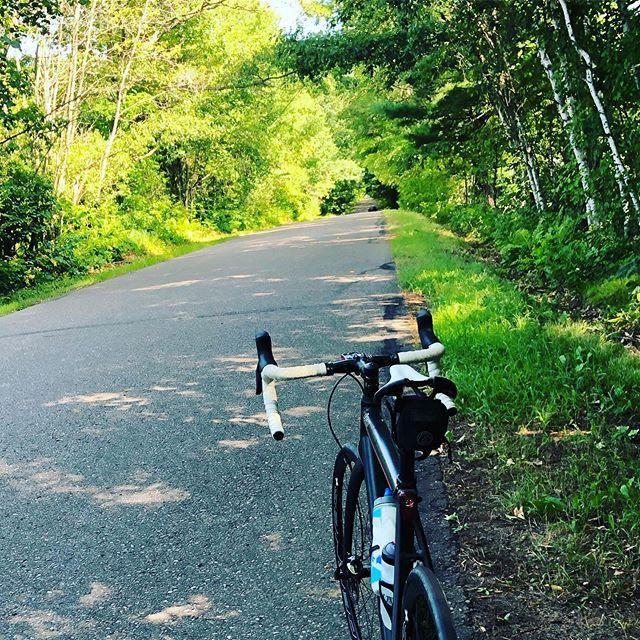 Roads like this!  #serottasquad  #serottabikes  #custombikes  #lovecycling #cyclingpassion #lifebehindbars #cyclingaddict #bicycles #custombikes #cycling #instacycling #roadcycling #benserotta  #bikelife #serottacycles  #serottabikes #custombicycles #allaboutthefit #benserotta