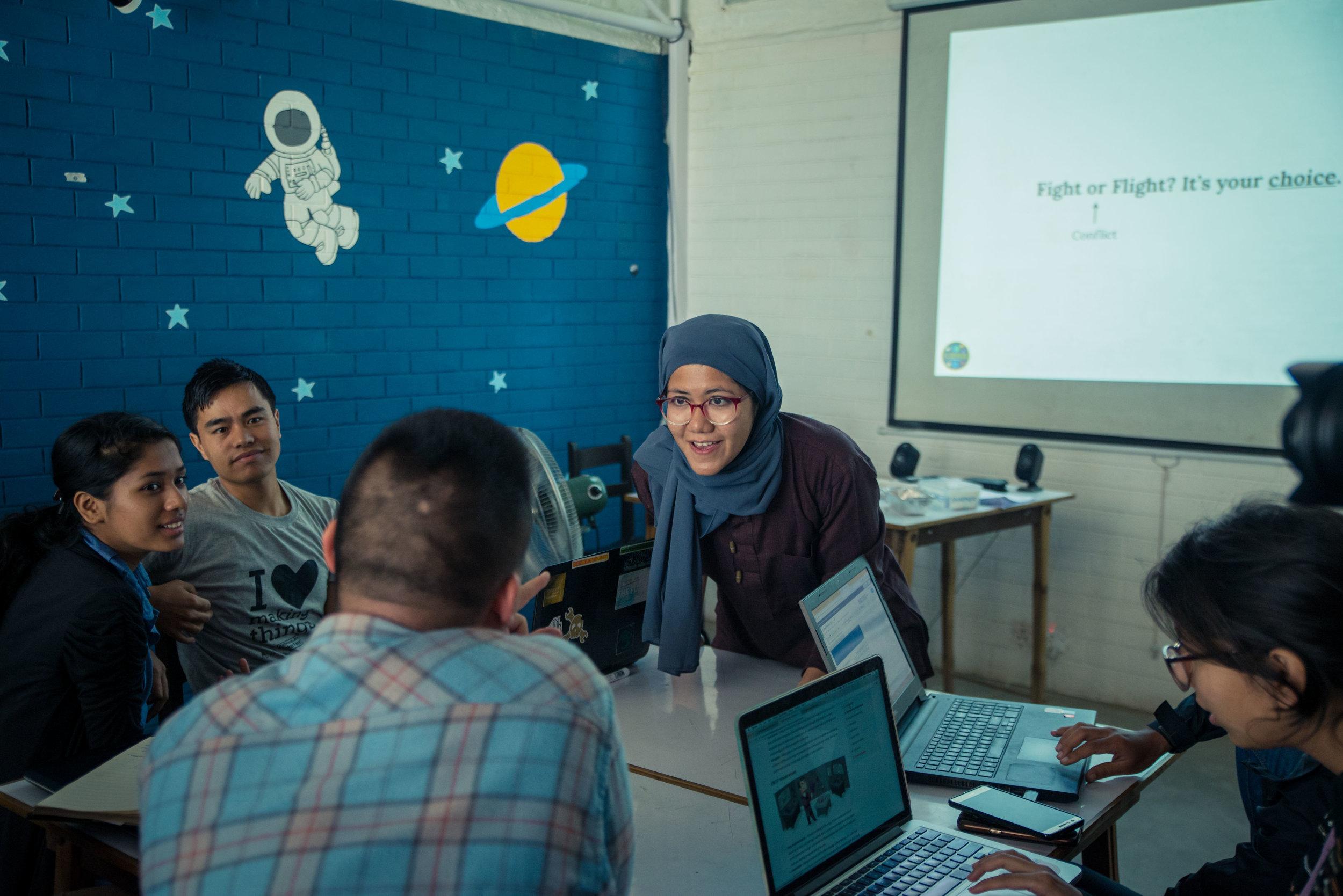 Ayisha, from Malaysia,engaging participants in a workshop in Kathmandu, Nepal in October 2016 with InsightPact partner, Karkhana. photo credit. Karkhana