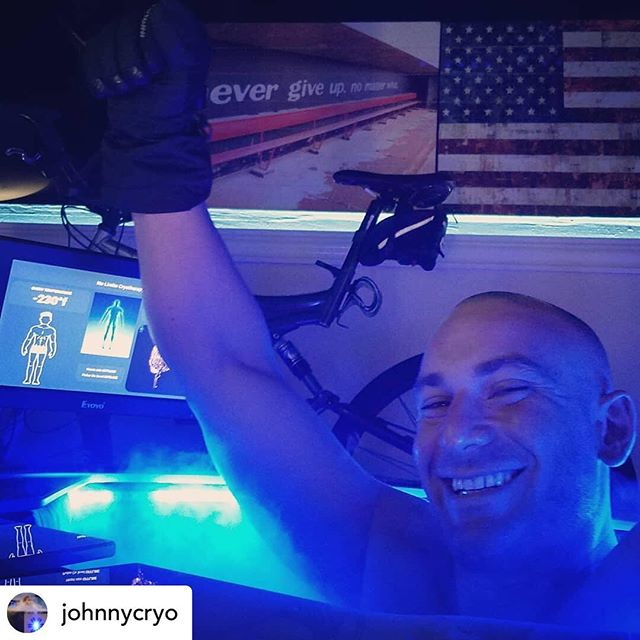 FRIDAY FELLIN... @johnnycryo Jeff Thomas @jt_trainer came into #nolimitscryotherapy for #recovery after his #jujitsu tournament! #athletes that engage in #wholebodycryotherapy will bounce back from workouts 50% faster then non #cryo user's. #mma #boxing #mtb #triathlete #spartanrace #crossfit #recoverlikeapro with #johnnycryo in #menlopark anything with #inflamation I can help #heal #arthritis #tendonitis #anxiety #sleep 500-800 #calorieburn #best3minsofyourday #relieve #recover #rejuvenate