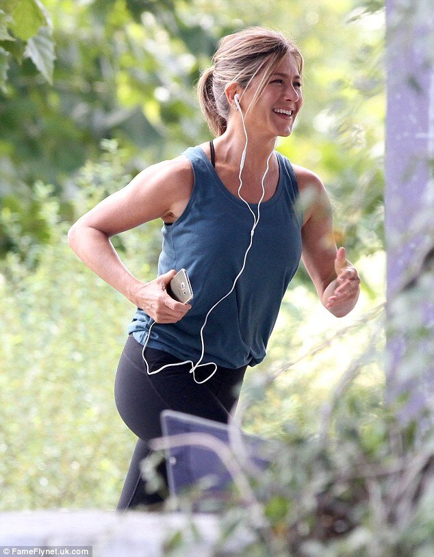 How does Jennifer Aniston stay in shape at 51? She uses cryotherapy.